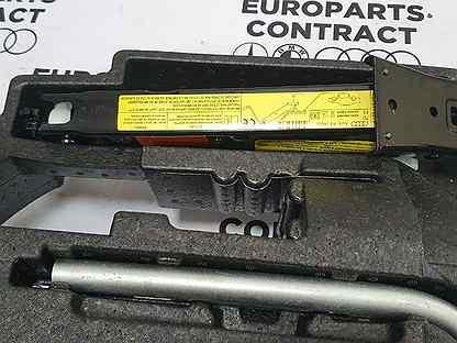 Комплект (компрессор, домкрат, герметик) на Audi